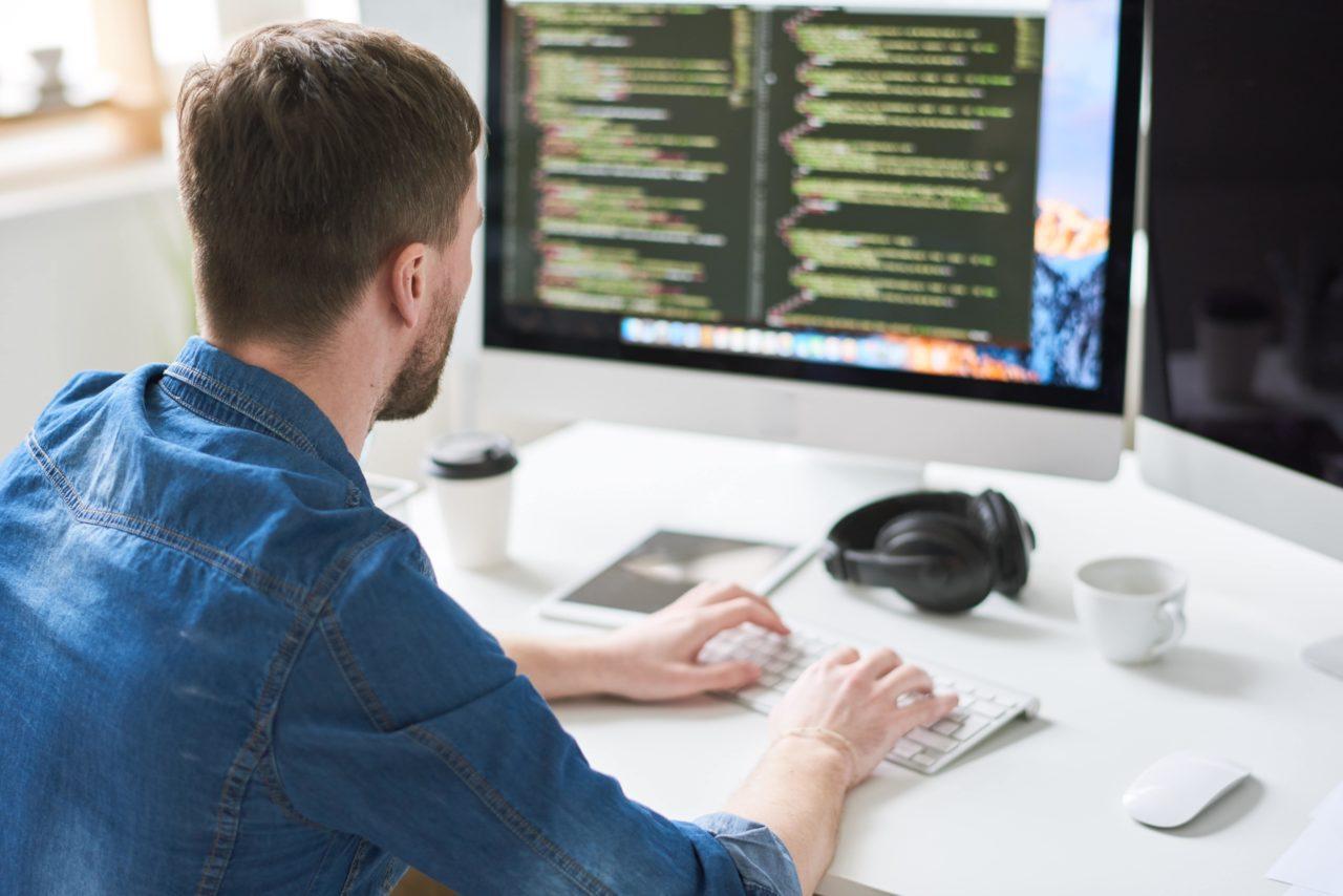 https://www.itecfp.com/wp-content/uploads/2021/01/web-developer-busy-working-P9KH4XR-min-1-1280x854.jpg
